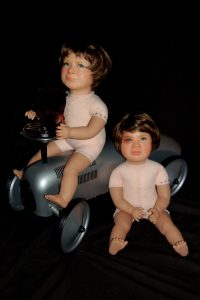 Wendy Mayer | Two Little Boys | 2012 | Wax, acrylic eyes, doll bodies, hair, metal car & soft toy | 50x70x70cm | (681×1024)