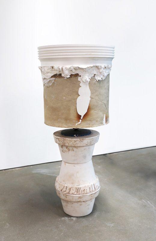Eva Masterman | Crackpot 01 | 2016 | Ceramic, plaster, turntable | 120x65x65cm