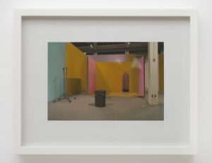 Andrew Grassie | Mike Kelley Set with Arch at the Geffen LA | 2015 | Tempera on paper on board | 21.9×28.2cm