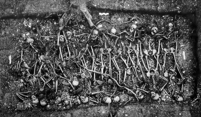 Eric Manigaud | Tranchée de Calonne | 2013 | Pencil & graphite powder on paper | 140x230cm