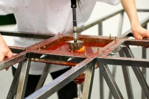 Yussef Hu | Ax | 2013 | Steel, plastic, blood oranges, yankee screwdriver | 210x210x90cm | (1280×853)