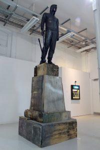 David Lane | Anti Social | 2013 | Refuse wood, mannequin, clothes, black lacquer paint, bolt croppers | 380x150x150cm | (853×1280)